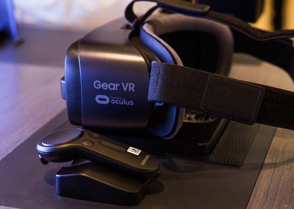 Samsung GearVR, a failed VR headset from 2015, created in collaboration with Oculus. Credits: wikipedia